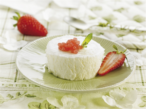 Mousse di yogurt con caviale di fragole