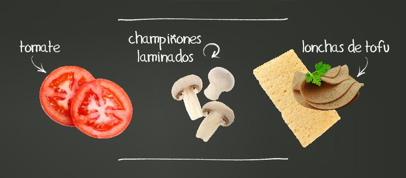 Tostadas ligeras con tomates, champiñones y tofu