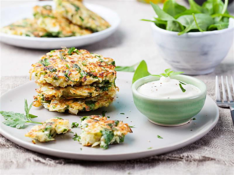 Receta pancakes vegetales con dip de finas hierbas