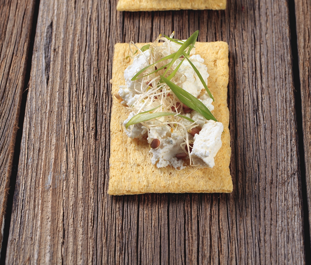 060617 Tostadas ligeras montadito queso azul y germinados 2