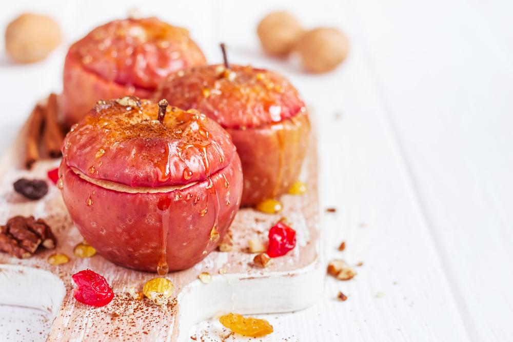 Manzanas rellenas de arándanos y nueces