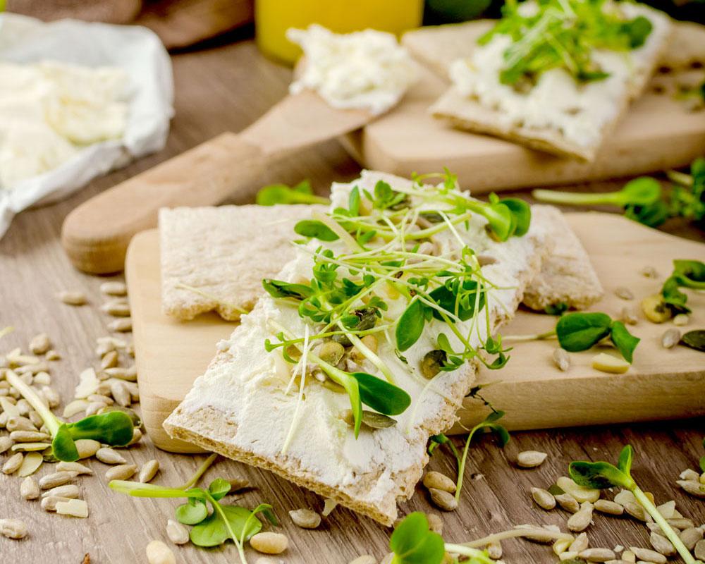 Tostadas ligeras con queso ricota vegano