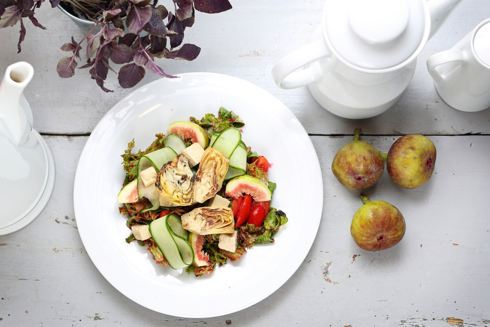 Insalata di carciofi, tofu e fichi