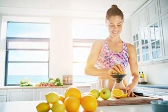 Vitamina C y sistema inmune trabajan en equipo para protegerte contra virus y bacterias.
